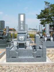 スリン・墓誌付き、門柱付き外柵